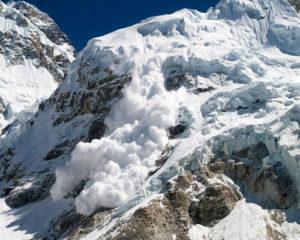 Heartbreaking-Accident-in-Mount-Everest4