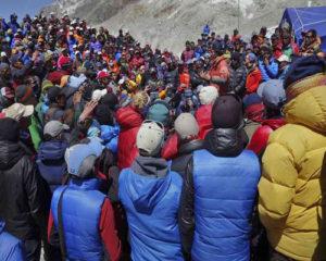 Heartbreaking-Accident-in-Mount-Everest5